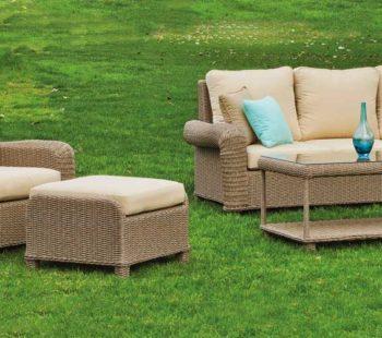 Conjunto de sofá y sillón y mesa para zona chill out exterior