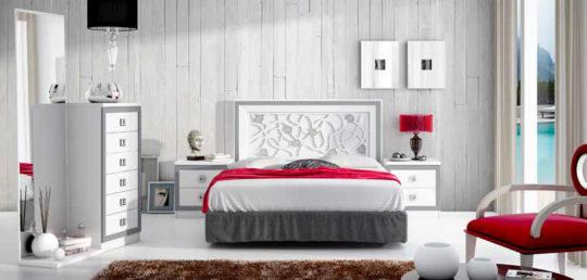 Dormitorio de matrimonio de diseño en blanco y plata