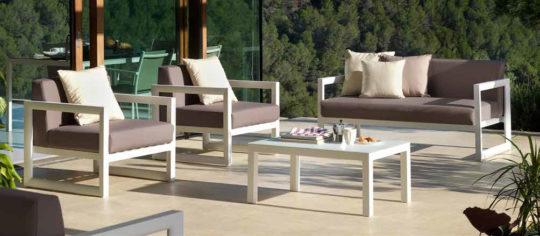 Conjunto de terraza marron y beig
