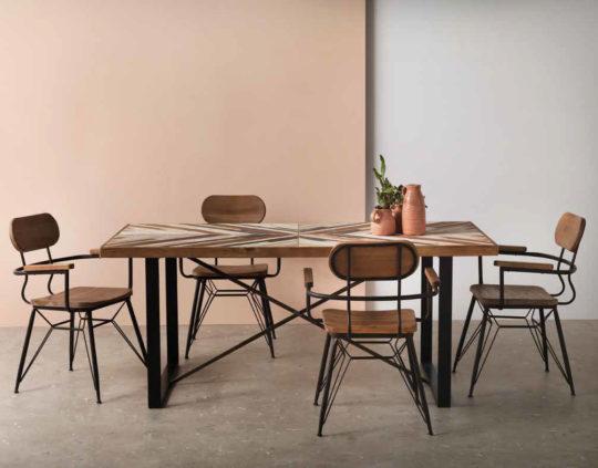 Mesa de comedor y sillas conjuntas